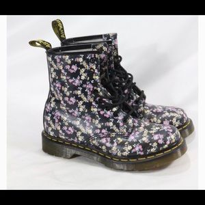 Dr martens size 8 lightly worn shoes